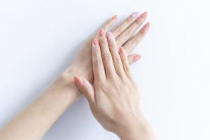 手のむくみの原因と解消方法